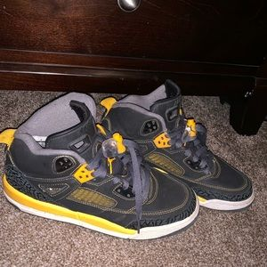 Spizike Jordan in university black